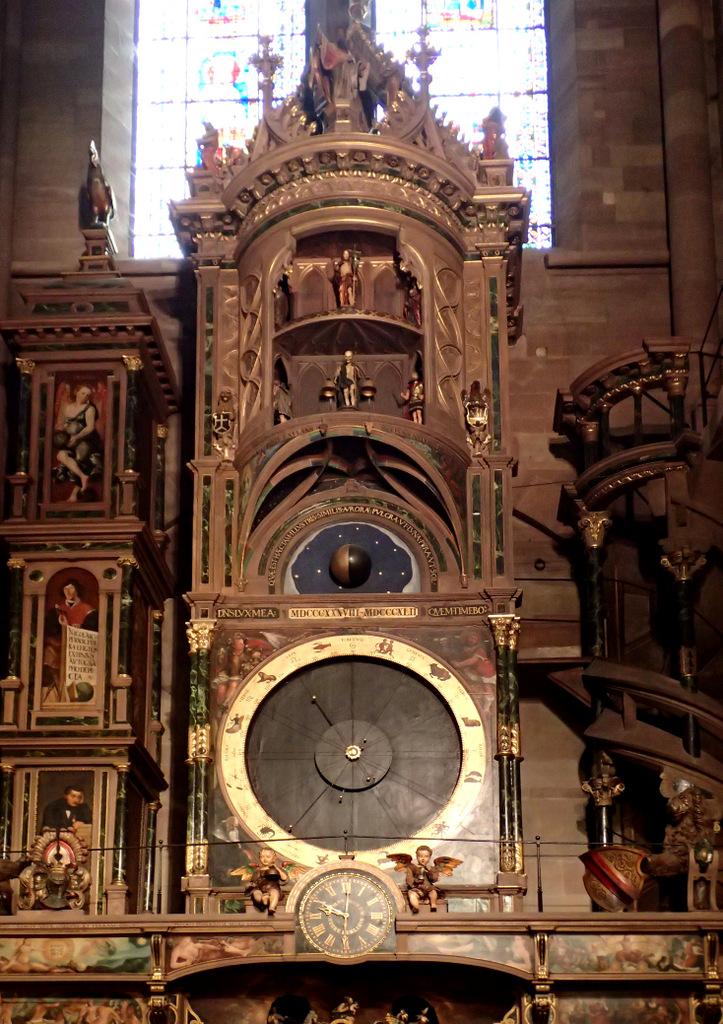 Astronomische Uhr von der Kathedrale Nôtre-Dame in Strassburg